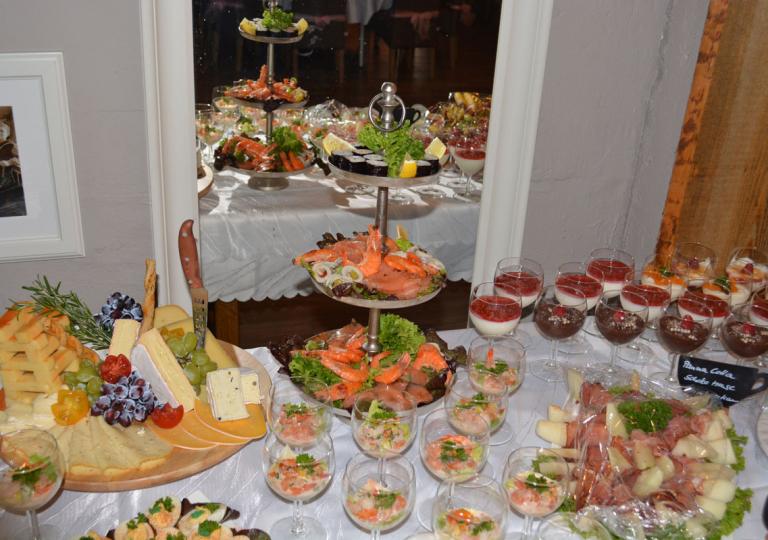 Raum, Tisch, Buffet